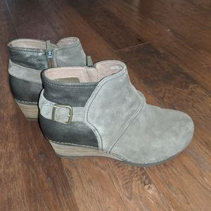 Dansko Shirley taupe suede booties size 41